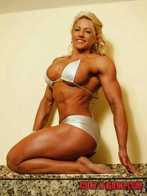 Bodybuilderin Muschisaft Wald Orgasmus